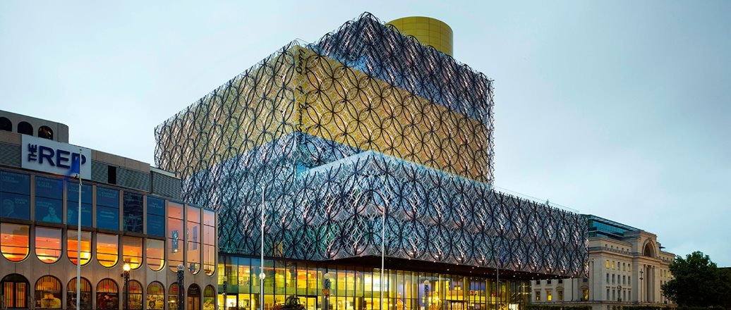 architectural Design of The Library of Birmingham has a brilliant aluminium facade